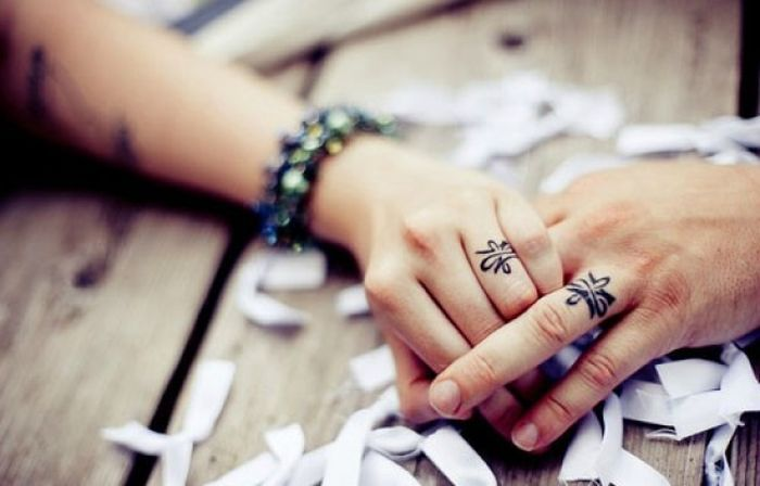 Couple tattoo: finger