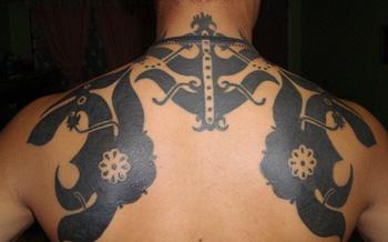 Tatuagem Iban feita a mão