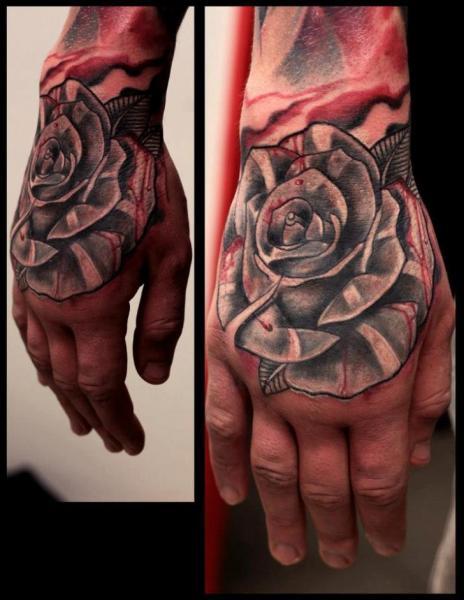 tatouage old school fleur main rose par extreme needle. Black Bedroom Furniture Sets. Home Design Ideas