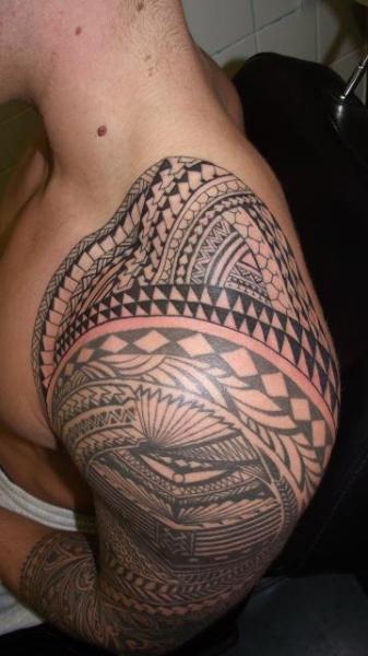 Tatuaż Ramię Tribal Przez Paul Egan Tattoo
