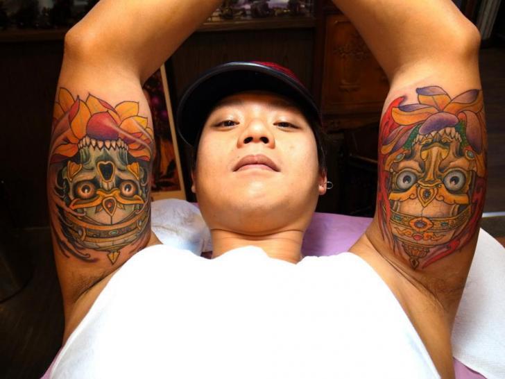 tatouage bras japonais masque par orient soul. Black Bedroom Furniture Sets. Home Design Ideas