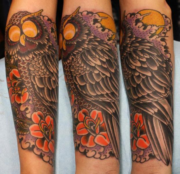 tatouage old school hibou par electric soul tattoo. Black Bedroom Furniture Sets. Home Design Ideas