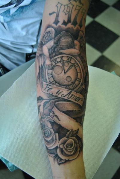tatouage bras horloge old school ange par pattys artspot. Black Bedroom Furniture Sets. Home Design Ideas