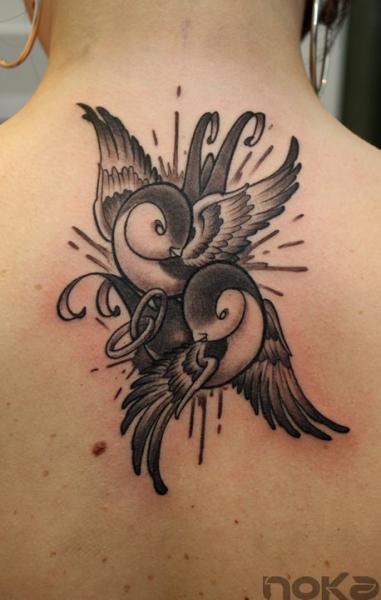 Old School Schwalben Nacken Tattoo von Dimitri Tattoo