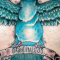 รอยสัก หน้าอก นกนางแอ่น โดย Czi Tattoo Studio