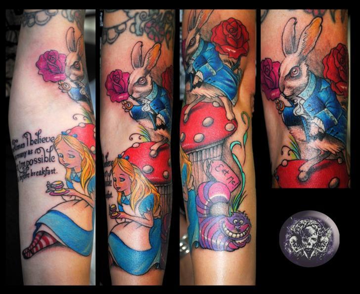 Tatouage bras fantaisie alice aux pays des merveilles par medusa tattoo - Tatouage chat alice au pays des merveilles ...