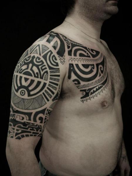 schulter brust tribal maori tattoo von blood for blood tattoo. Black Bedroom Furniture Sets. Home Design Ideas