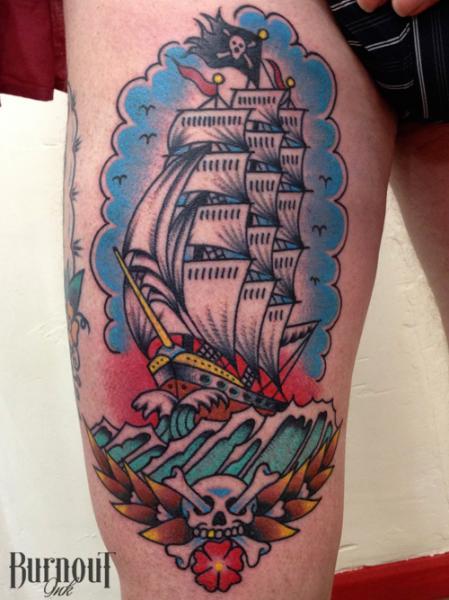 tatuagem gale o pirata coxa por burnout ink. Black Bedroom Furniture Sets. Home Design Ideas