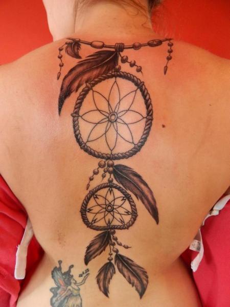 Tatuaje Espalda Atrapasueños por La Florida Ink