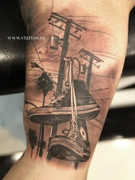 tatuaje realista zapato 3d por v tattoos. Black Bedroom Furniture Sets. Home Design Ideas