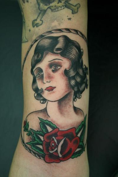 Arm old school women tattoo by amor de madre for Old school female tattoos