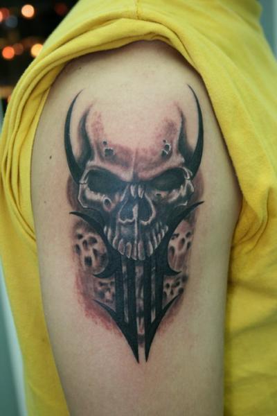 Skull shoulder tattoo