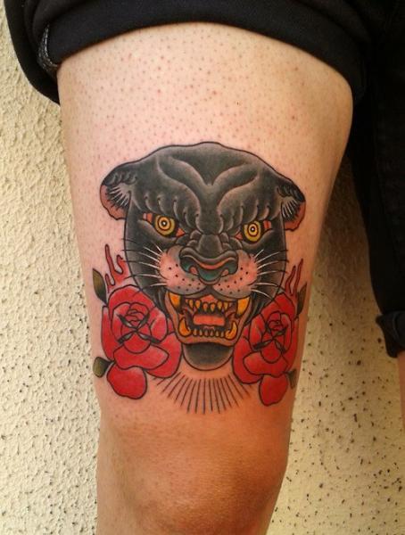 Tatuaje old school pantera muslo por zoi tattoo for Old school panther tattoo