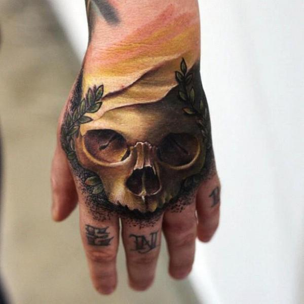 totenkopf hand tattoo von mick squires. Black Bedroom Furniture Sets. Home Design Ideas