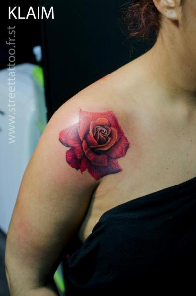 tatouage paule r aliste rose par street tattoo. Black Bedroom Furniture Sets. Home Design Ideas