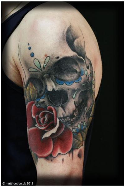 schulter blumen totenkopf tattoo von matt hunt. Black Bedroom Furniture Sets. Home Design Ideas