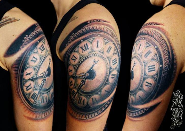 Tatuaje Hombro Realista Reloj Por Tattoo Rascal