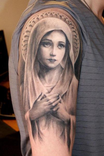 tatuaje hombro brazo religioso virgen por dark raptor tattoo. Black Bedroom Furniture Sets. Home Design Ideas