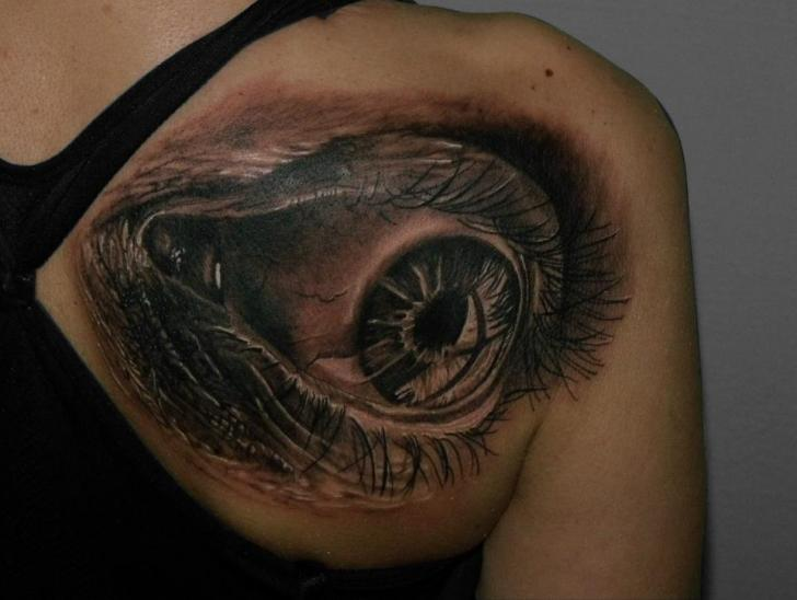 shoulder realistic eye tattoo by qrucz tattoo. Black Bedroom Furniture Sets. Home Design Ideas