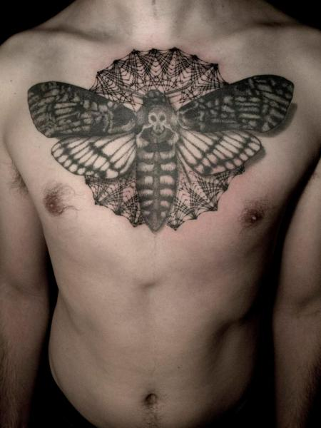 Tatouage coffre dotwork papillon de nuit par the lace makers sweat shop - Tatouage papillon de nuit ...