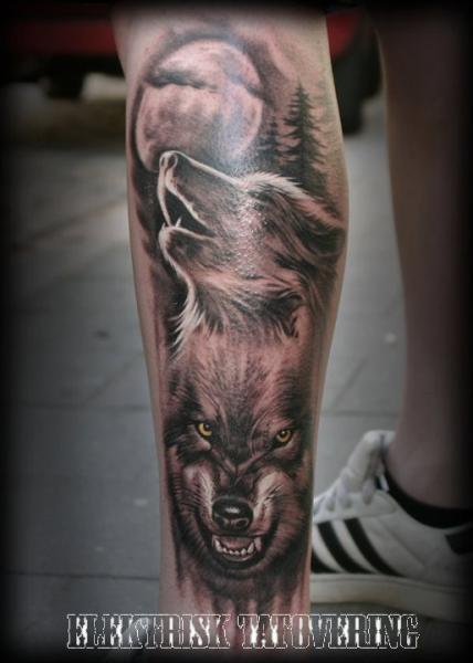 tatouage r aliste jambe loup lune par elektrisk tatovering. Black Bedroom Furniture Sets. Home Design Ideas