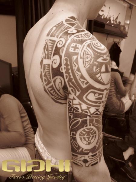 on tattoo and tribal shoulder arm Tribal Tattoo Maori Shoulder Arm Giahi by