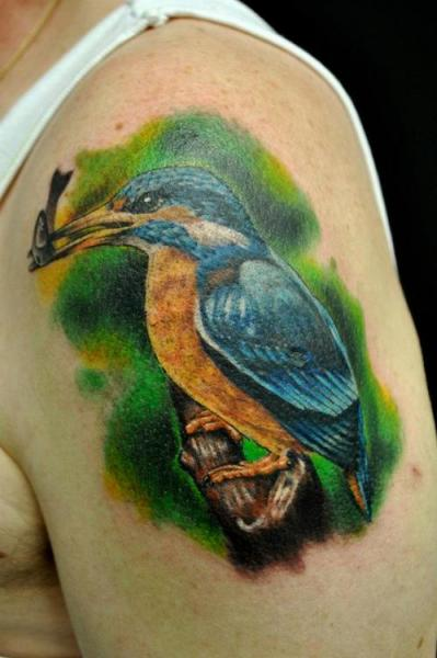 Shoulder realistic bird tattoo by q tattoo for Realistic bird tattoo