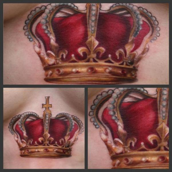 realistische brust krone tattoo von art junkies tattoos. Black Bedroom Furniture Sets. Home Design Ideas