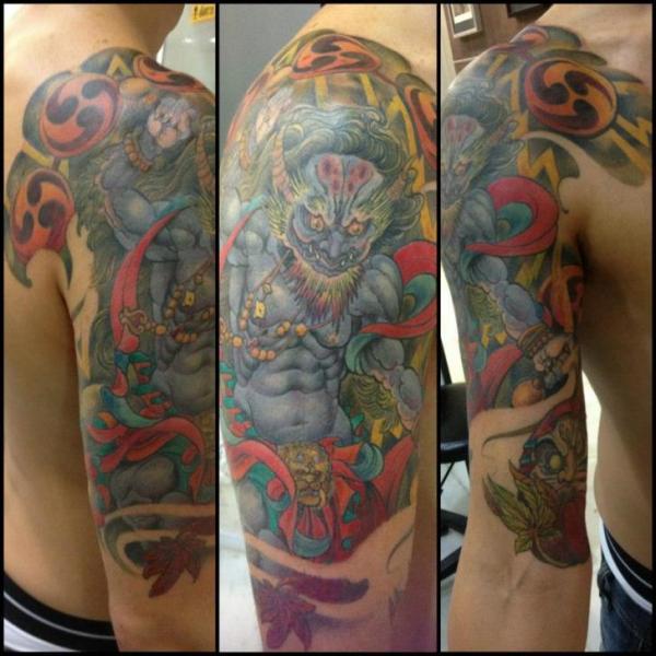 Halaah Io Best Tattoo Designs For Men: Tatuaje Hombro Brazo Japoneses Demonio Por Silvercrane Tattoo