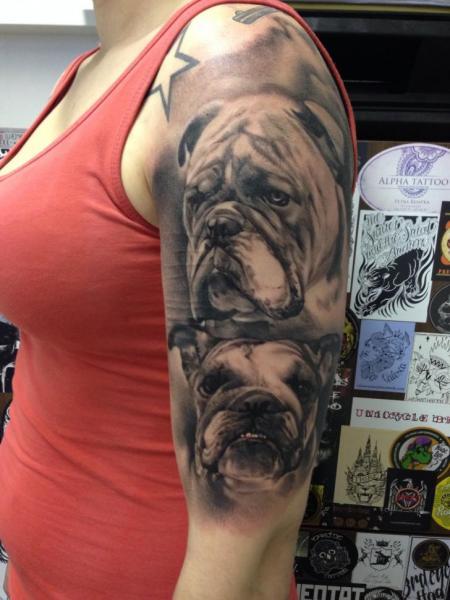 schulter arm realistische hund tattoo von putka tattoos. Black Bedroom Furniture Sets. Home Design Ideas