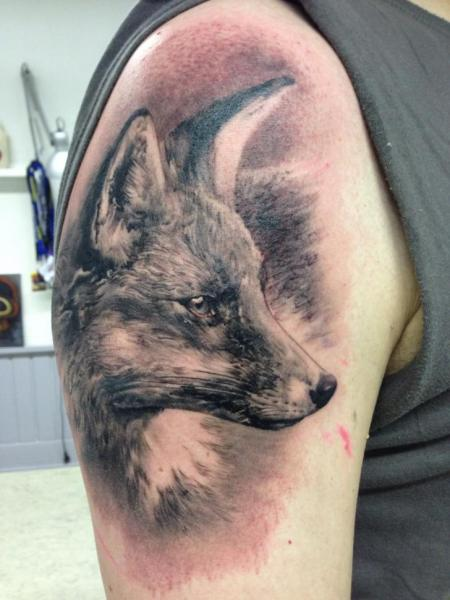 shoulder realistic fox tattoo by putka tattoos