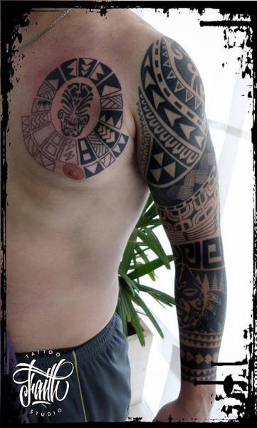 schulter brust tribal maori tattoo von faith tattoo studio. Black Bedroom Furniture Sets. Home Design Ideas
