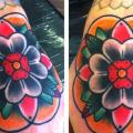 New School Blumen Hand tattoo von Alex Strangler