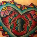 Schulter New School Herz Schloss tattoo von Alex Strangler