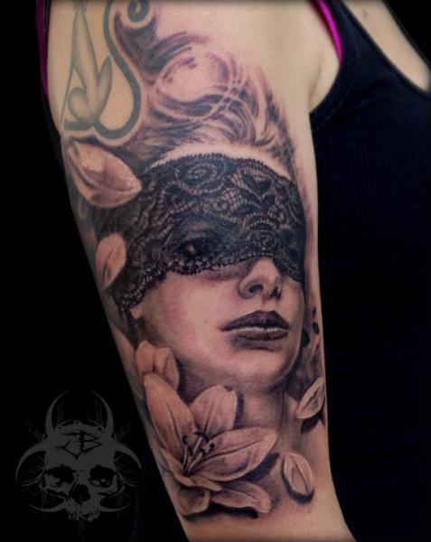 Arm Frauen Blumen Tattoo von Jeremiah Barba