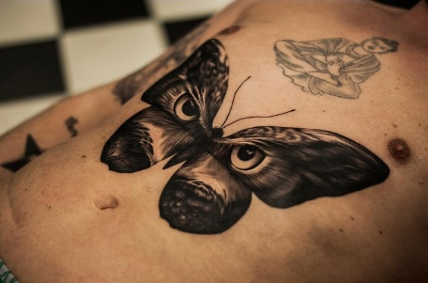 Tatouage ventre papillon de nuit par tattoo studio 73 - Tatouage papillon de nuit ...