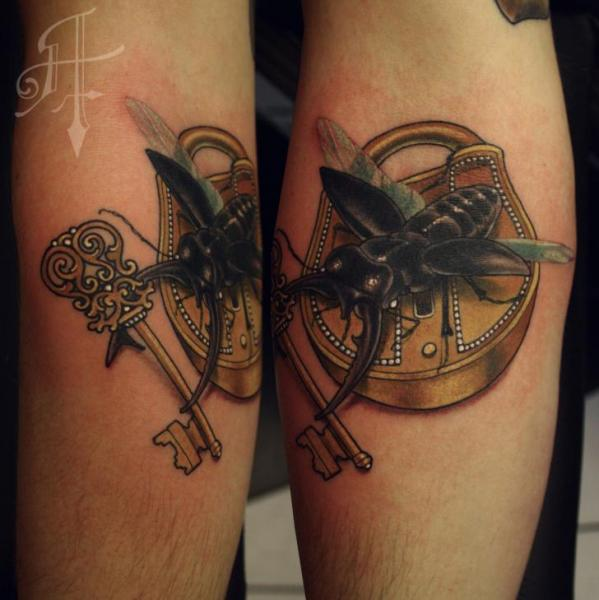 arm scrabble schl ssel schloss tattoo von antony tattoo. Black Bedroom Furniture Sets. Home Design Ideas