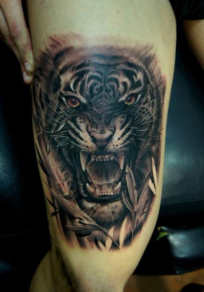 tatouage r aliste tigre cuisse par fredy tattoo. Black Bedroom Furniture Sets. Home Design Ideas