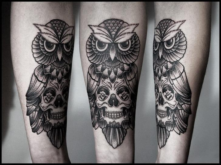 Tatouage bras cr ne hibou dotwork par white rabbit tattoo - Signification hibou tatouage ...