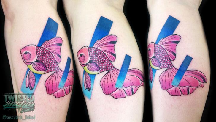 Tatuagem Braço Peixe por Twisted Anchor Tattoo