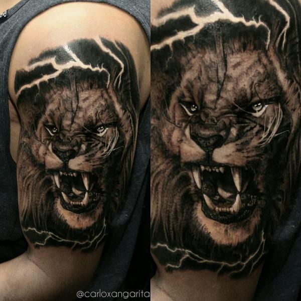 Tatouage paule r aliste lion par carlox tattoo - Tatouage lion epaule ...