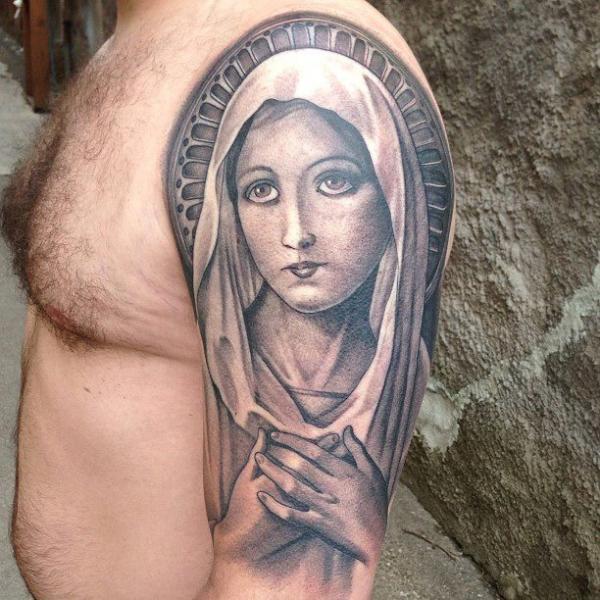 tatuagem ombro religiosas madonna por sacred tattoo studio. Black Bedroom Furniture Sets. Home Design Ideas