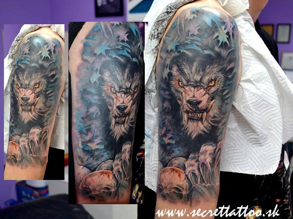 Shoulder Wolf Tattoo by Secret Tattoo & Piercing