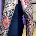 Blumen Tribal Sleeve tattoo von Secret Tattoo & Piercing