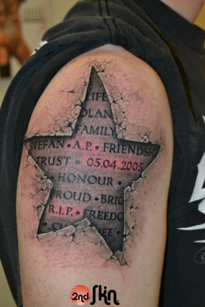 Shoulder lettering star 3d tattoo by 2nd skin for 3d star tattoo
