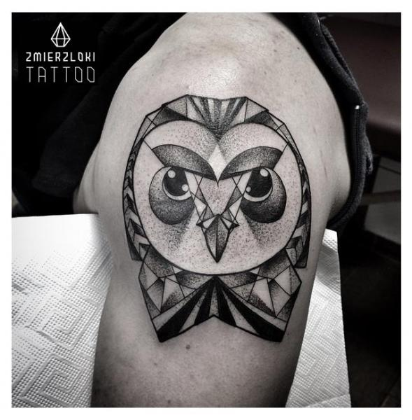 Shoulder Owl Dotwork Tattoo by Zmierzloki tattoo
