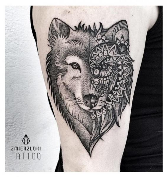 Shoulder Wolf Dotwork Tattoo by Zmierzloki tattoo
