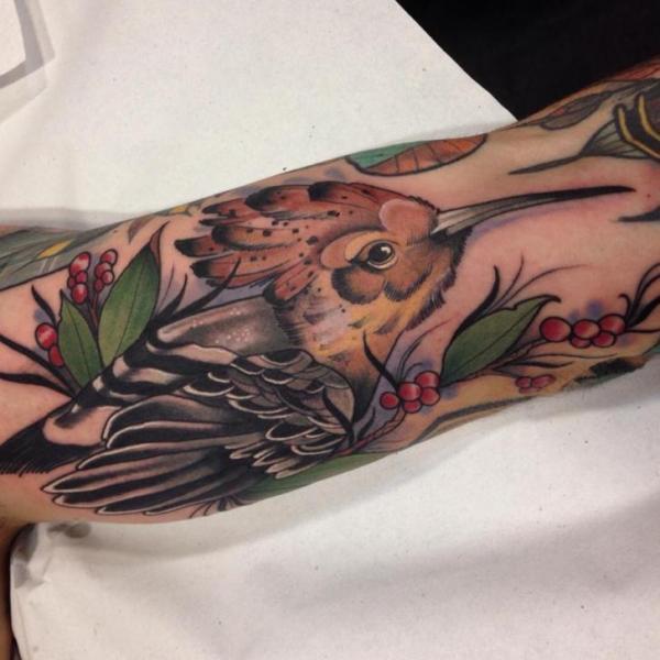 Arm New School Vogel Tattoo von Blessed Tattoo