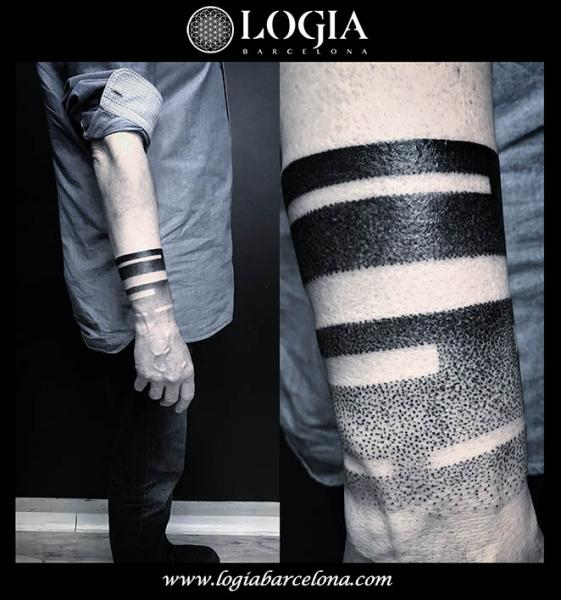 Arm Hand Dotwork Optical Tattoo by Logia Barcelona