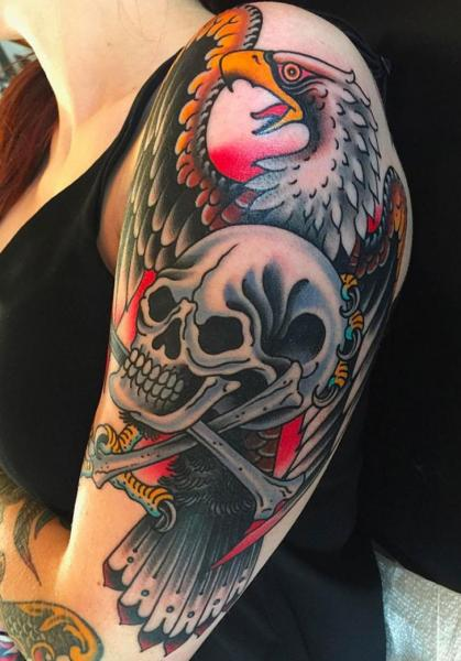 Schulter Arm New School Totenkopf Adler Tattoo von Kings Avenue Tattoo
